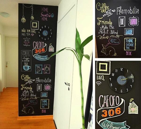 Traga descontração para a área da cozinha incluindo a tinta preta para parede