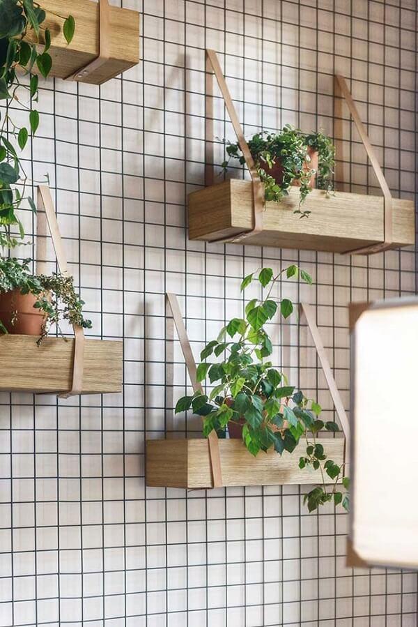 Floreira de madeira vertical