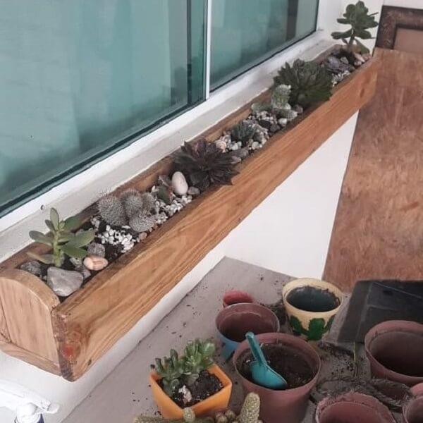 Como fazer floreira de madeira com suculentas