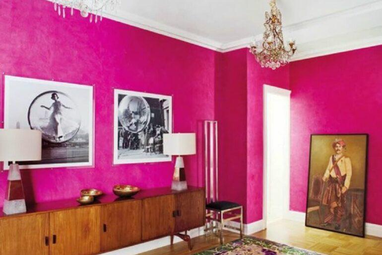A cor magenta na parede transforma a decoração do ambiente. Fonte: Archilovers