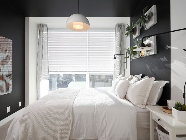 A parede preta delimitou a área do quarto