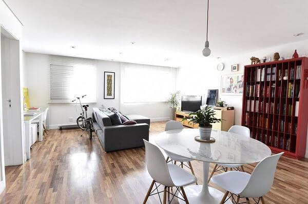 Ambiente integrado com piso laminado