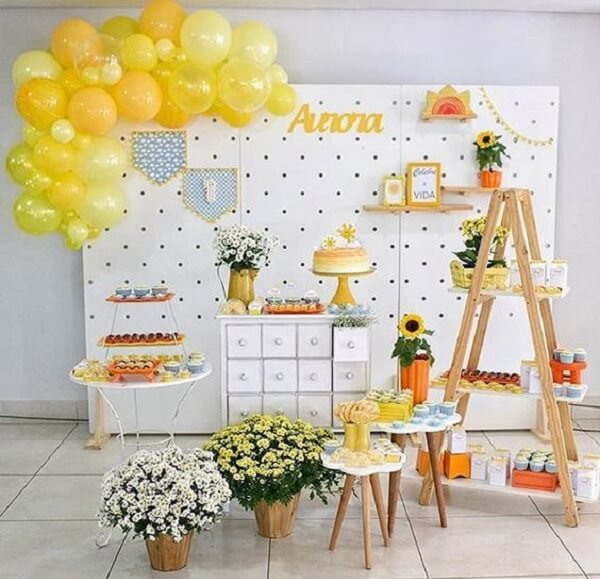 Clean decoration for sunflower theme party