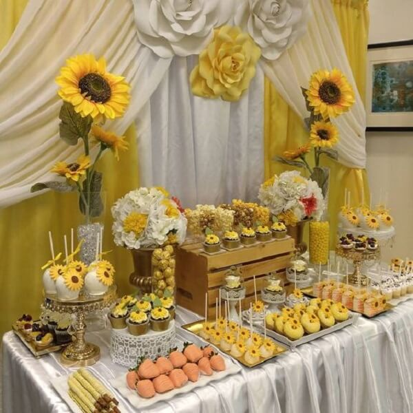 Table decoration with wooden box for sunflower theme party