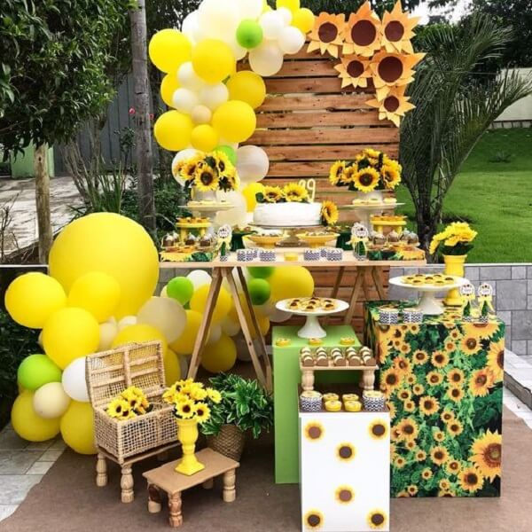 Simple sunflower theme party with pallet panel and bladders