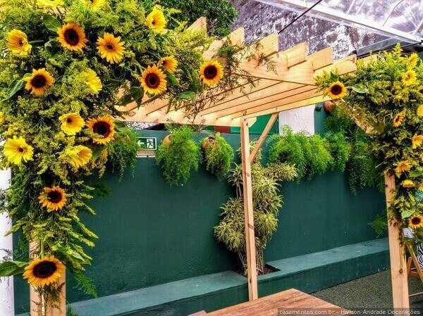 Decorate the outside of the sunflower theme party