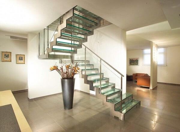 Escada de vidro com estrutura de inox