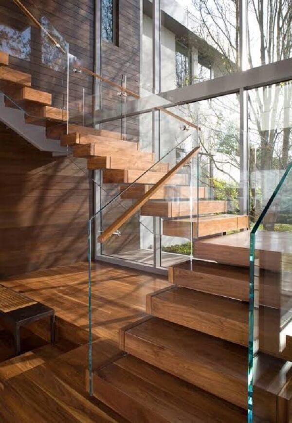 Escada de madeira com vidro