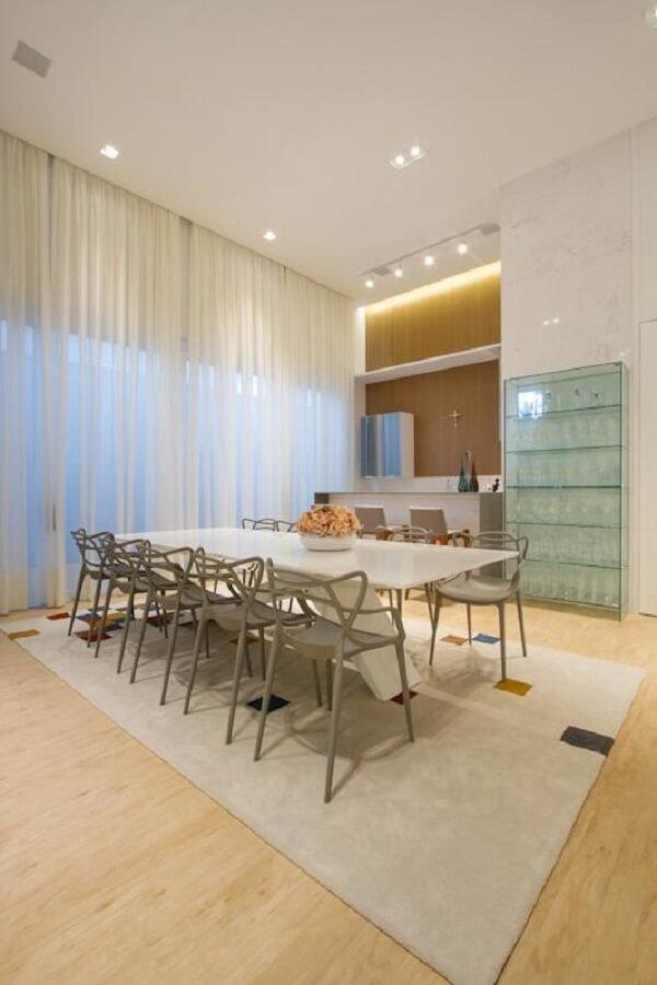 Estante de Vidro e mesa de jantar em laca
