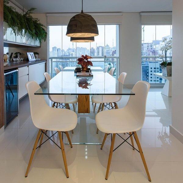 Mesa de jantar de vidro e cadeira Eames branca