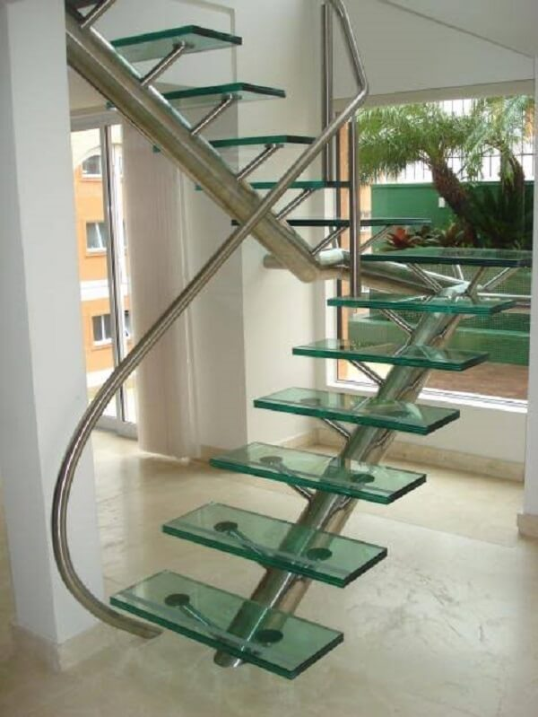 Modelo de escada de vidro com inox em formato U