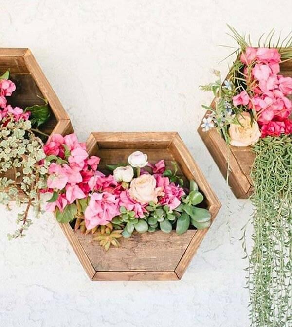 Modelo de floreira de madeira feita com pallets. Fonte: Pinterest