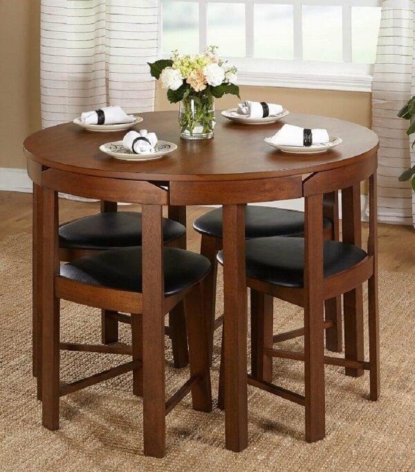 Modelo de mesa de jantar para sala pequena