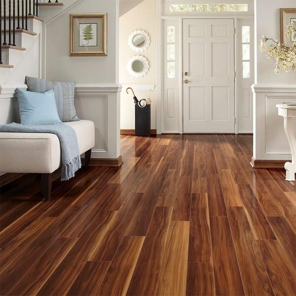 Não utilize vassoura de piaçava no piso laminado
