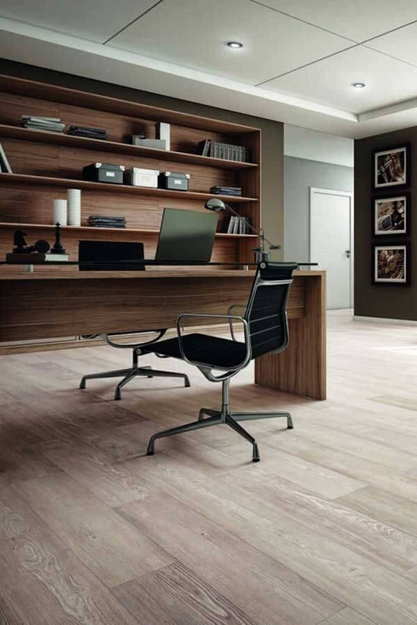 O piso laminado no escritório imprime um toque de requinte e bom gosto no ambiente