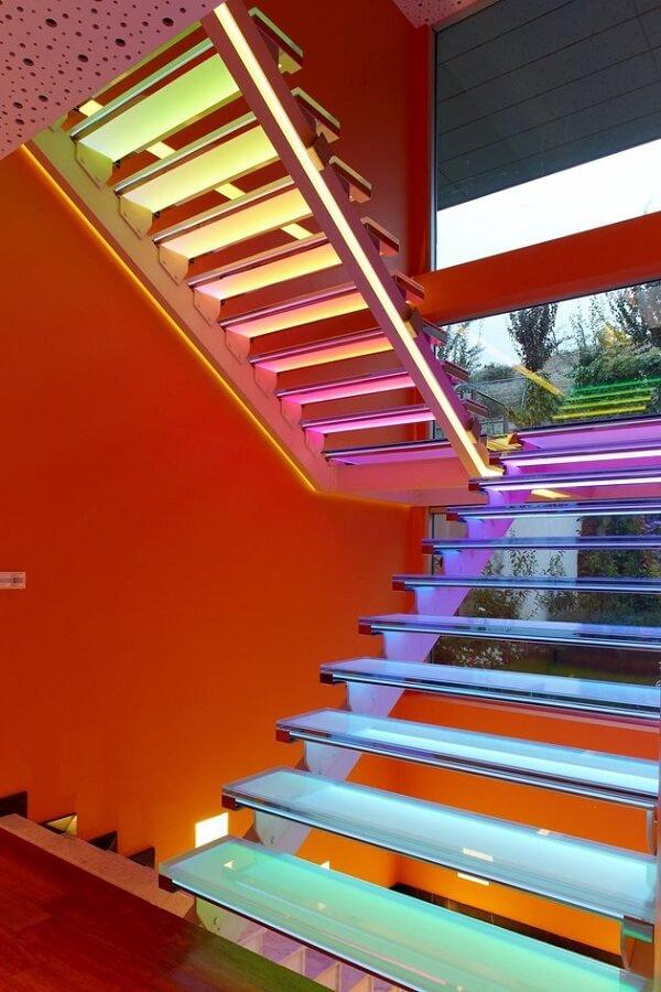 Projeto encantador de escada de vidro com LED