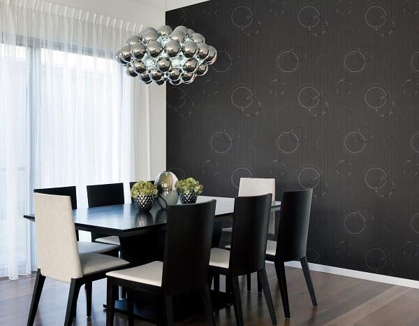 Sala de Jantar com papel de parede preto