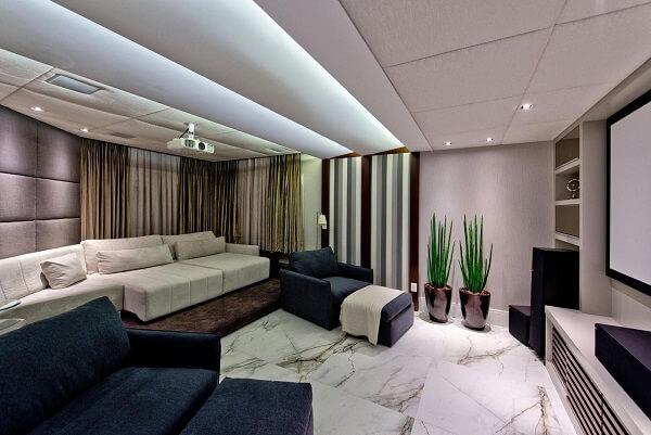 Sala de Tv com sofá retrátil confortável