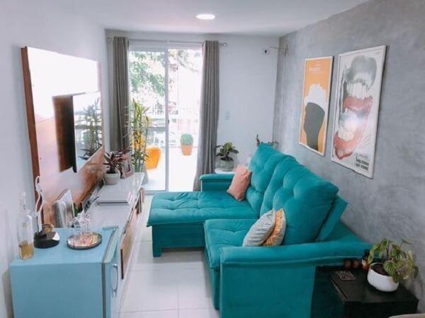 Sala pequena e moderna com sofá retrátil confortável