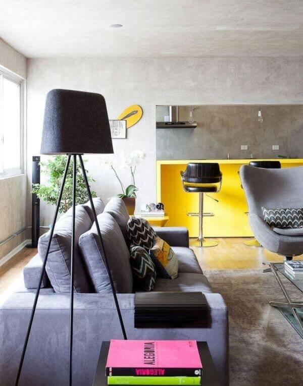 Sofá retrátil cinza para sala de estar moderna