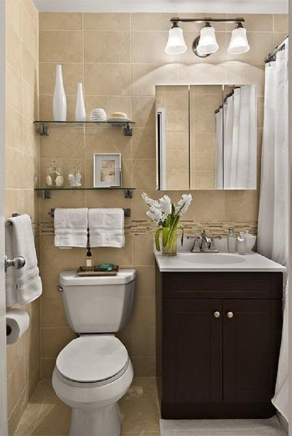 Modelo de armário com espelho para banheiro três portas
