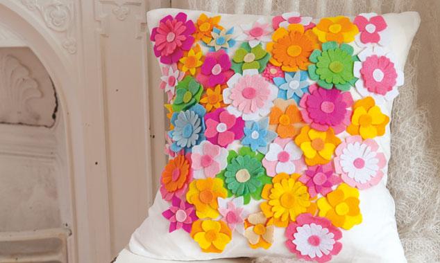 Almofada de flor de feltro colorido