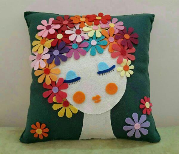 Almofada de flor de feltro colorida