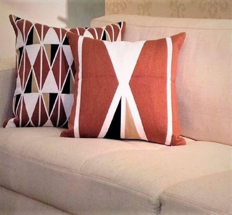 almofadas decorativas na cor terracota Foto Webcomunica