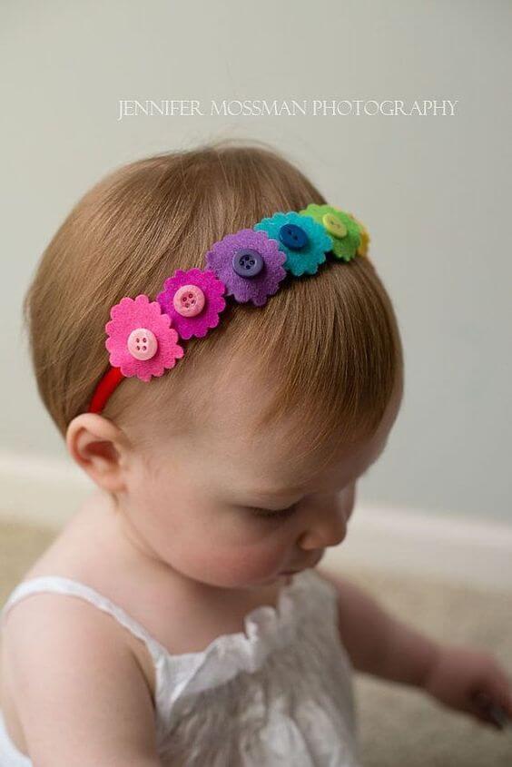 Arquinhos de flor de feltro coloridos
