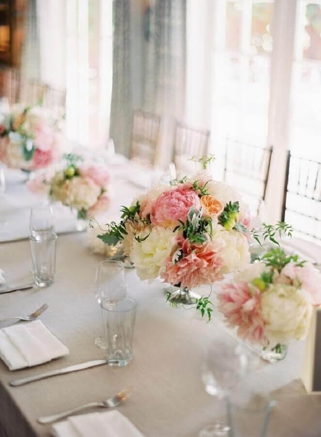 arranjo simples de flores para festa de aniversário de casamento Foto Home Fashion Trend