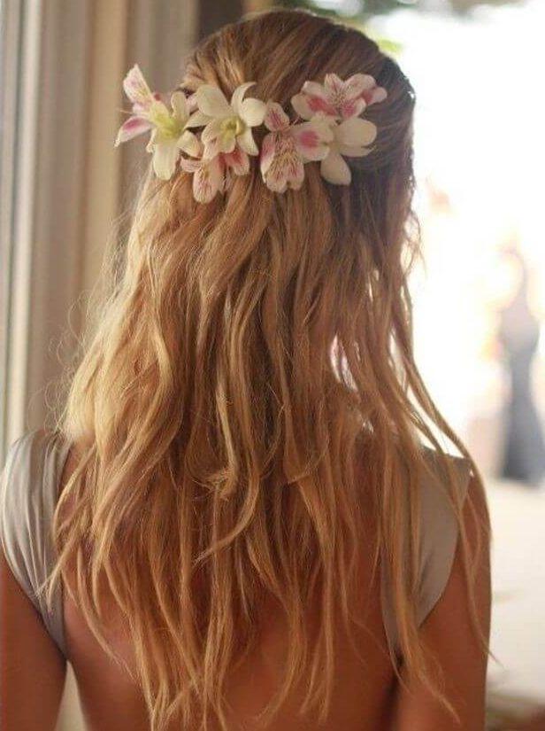 Astromélia no cabelo