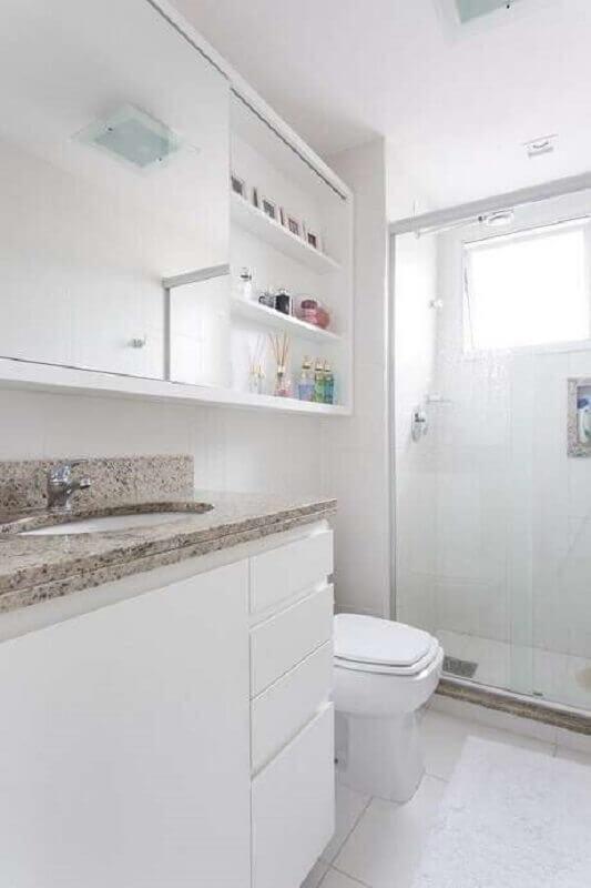 banheiro de apartamento decorado todo branco Foto Kali Arquitetura