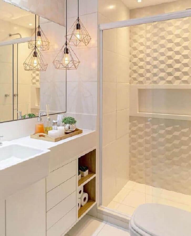 banheiro de apartamento todo branco moderno decorado com revestimento 3d e pendente aramado Foto Pinterest