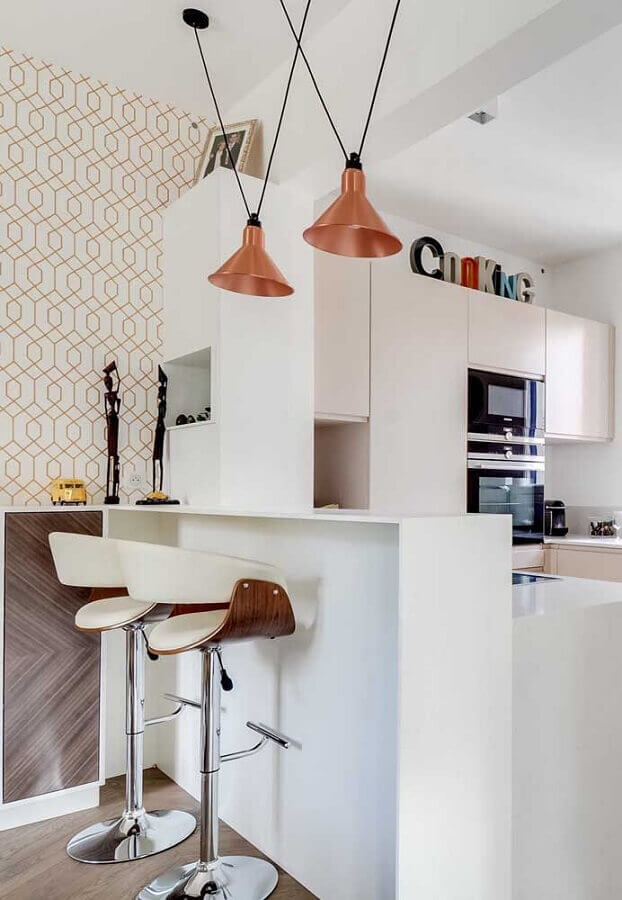 banquetas modernas com encosto para decoração de cozinha branca pequena Foto Architizer