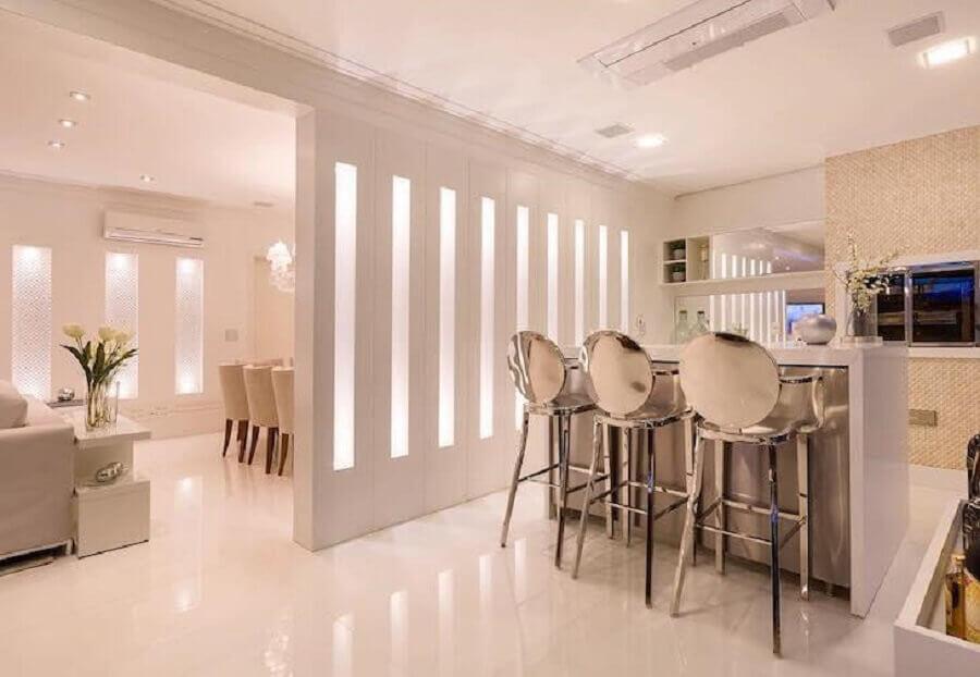 banquetas modernas de metal Foto Monise Rosa Arquitetura