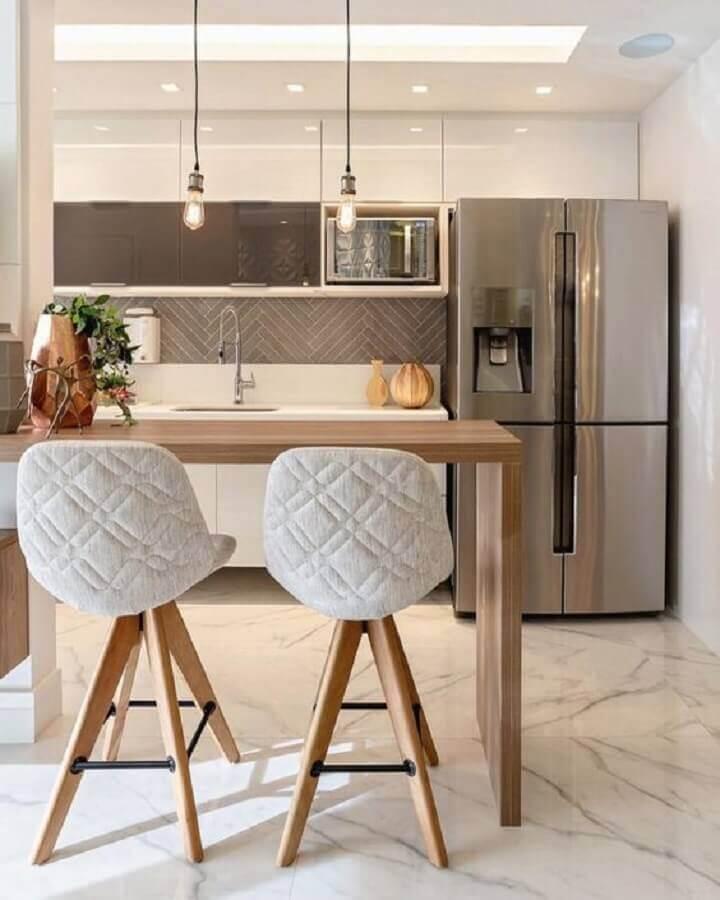 banquetas modernas para cozinha americana com bancada de madeira Foto Decoração e Projetos