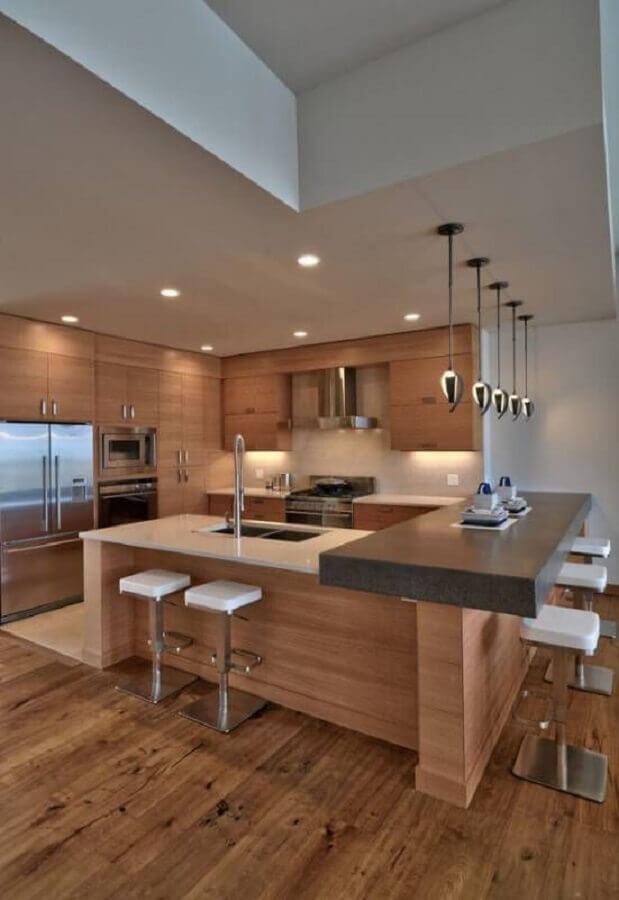 banquetas modernas para cozinha planejada com armários de madeira Foto Webcomunica