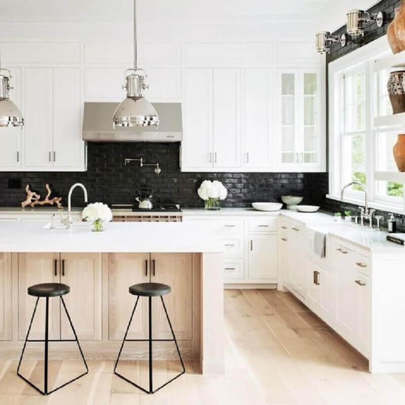 banquetas modernas para cozinha planejada preta e branca Foto Greta de Parry