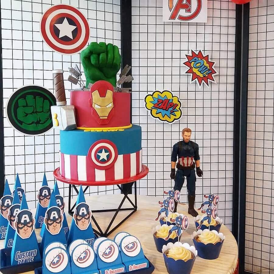 cake with american folder for avengers birthday party Foto Babiglacê