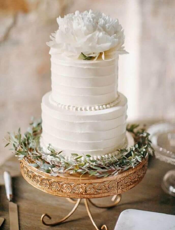 bolo de aniversário de casamento todo branco 2 andares Foto Chic Vintage Brides