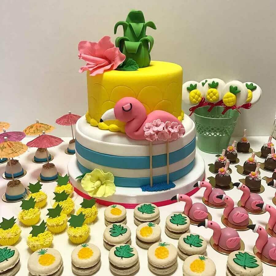 bolo e doces personalizados para festa flamingo infantil Foto Bruna Marinoni