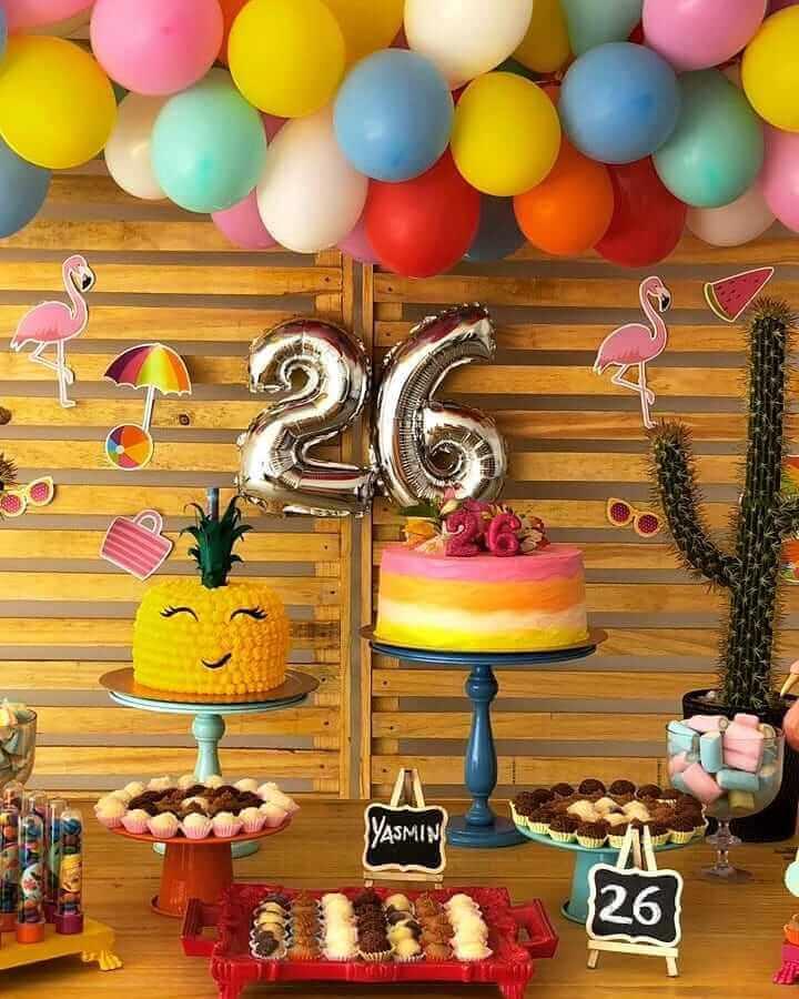 bolos decorados para festa flamingo e abacaxi Foto Suhreal Doces