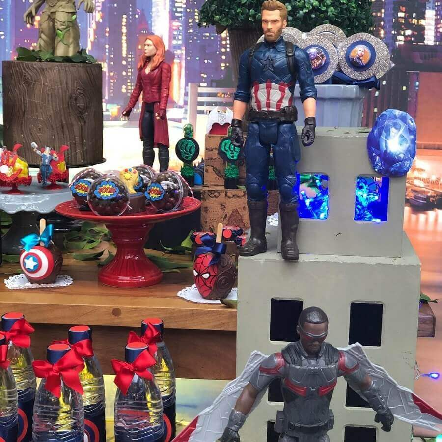 dolls of super heroes for decoration of avengers children's party Photo Marcia Colonese