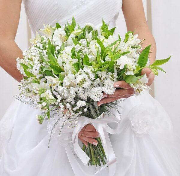 Buquê de noiva de astromelia branco