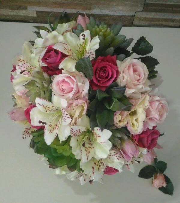 Buquê de suculentas, astromélias e rosas