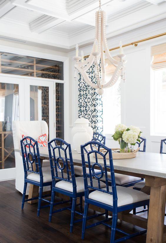 Cadeiras de mesa de jantar com a cor do ano
