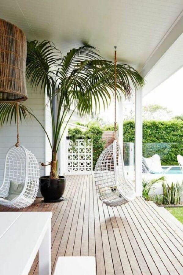 cadeiras de balanço para varanda decorada Foto OneChitecture