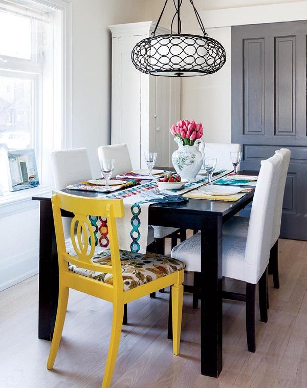 Cadeiras para mesa de jantar com cores e formatos diferentes