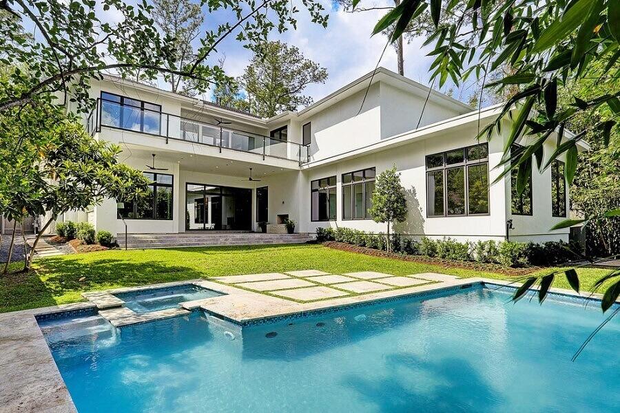 casa em l com piscina e jardim Foto Alair Homes