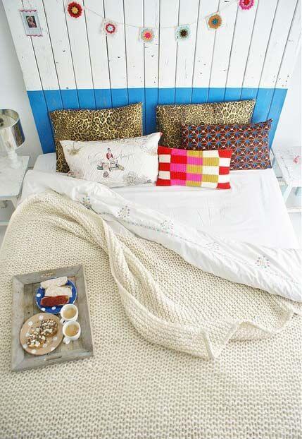 Colcha de cama de crochê neutro